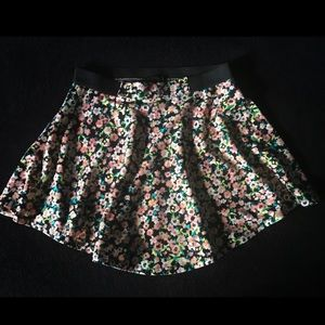 Material Girl Floral Skirt Size M